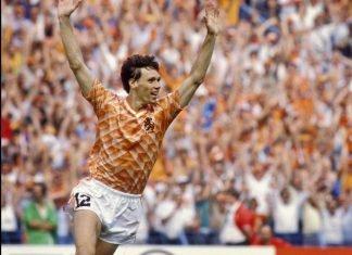 Van Basten na zijn legendarisch doelpunt in de finale EK 1988